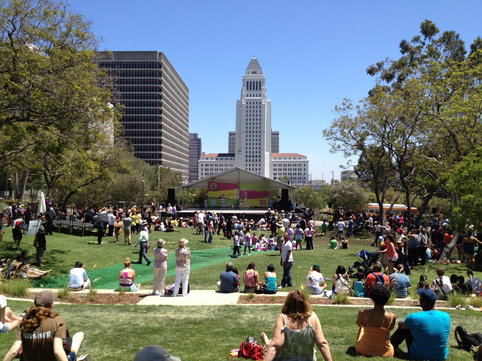 Grand park around the world with the duchess for Is la a city